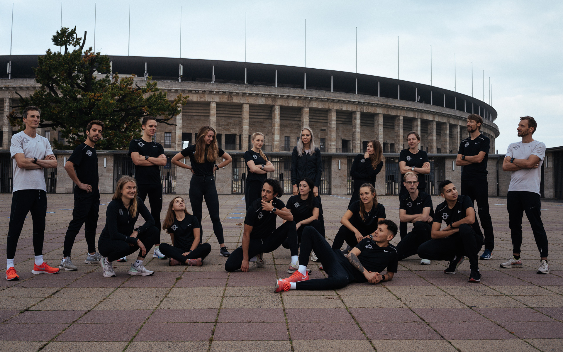 Team Foto in front of Olympiastadion